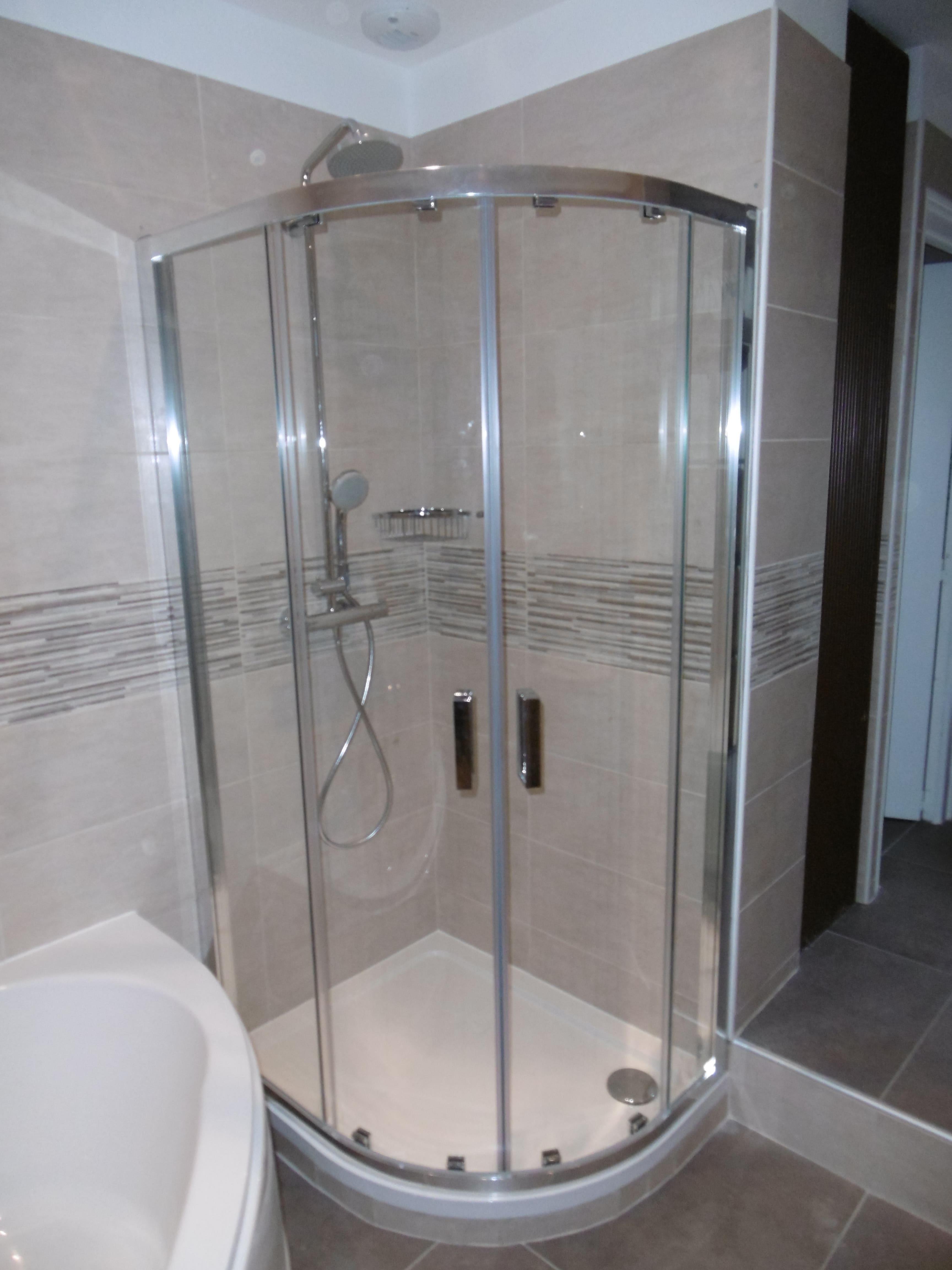 Travaux de rénovation d'une salle de bain complète clef en main à Pont l'Evêque - 14130